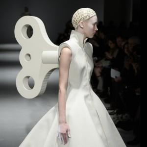 Gareth-Pugh-Autumn-Winter-2014-collection-at-Paris-Fashion-Week_dezeen_sqb