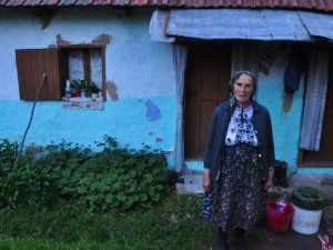 Varvara a Romanian woman lives off the land in ramshackle cottage - © Photo Kisa Lala 2011